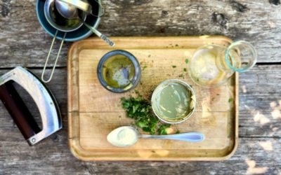 Zahnpasta einfach selber machen: Rezept mit Gartenkräutern und Heilerde